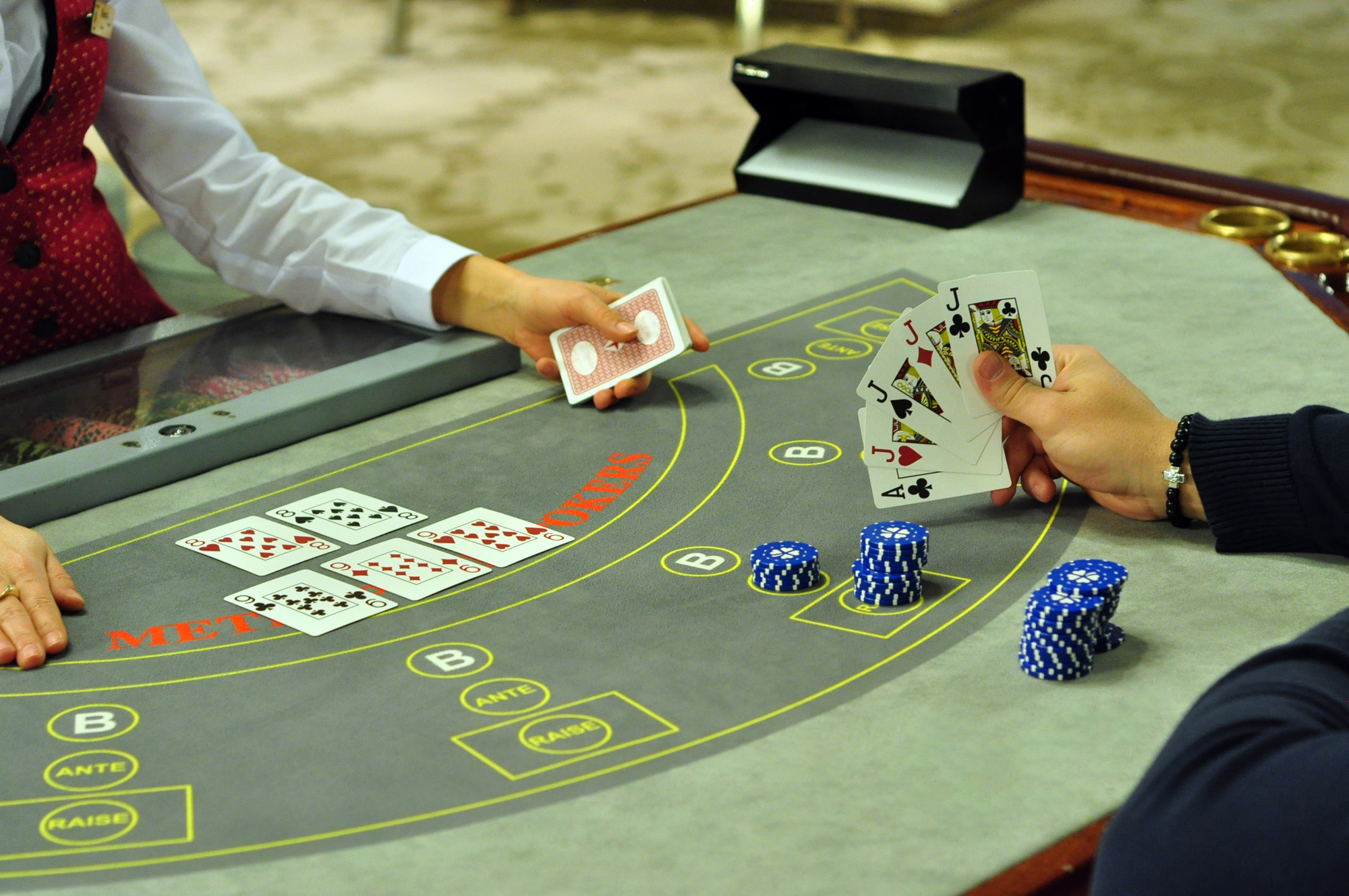 How do you order an enjoyable poker night?